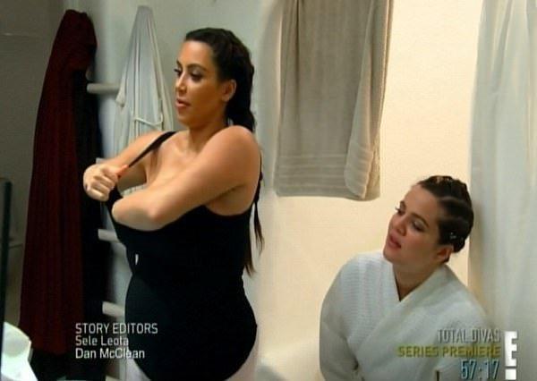 Kim Kardashian canlı yayında bunu da yaptı