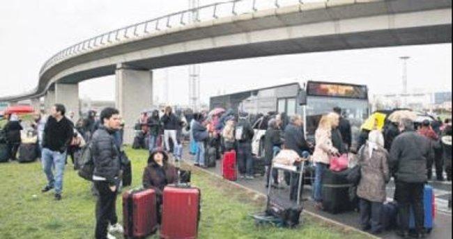 Paris'te havaalanında terör saldırısı paniği