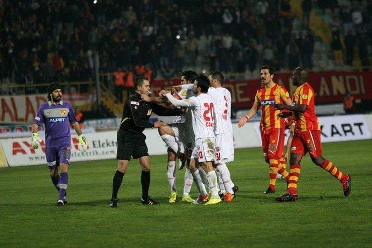 Göztepe - Karşıyaka maçında hakeme saldırı