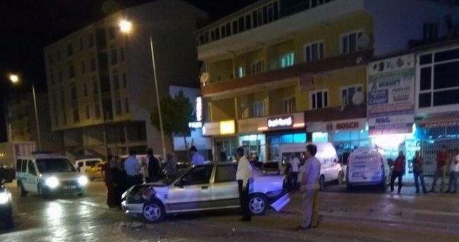 Alkollü sürücü üç otomobile çarparak durabildi