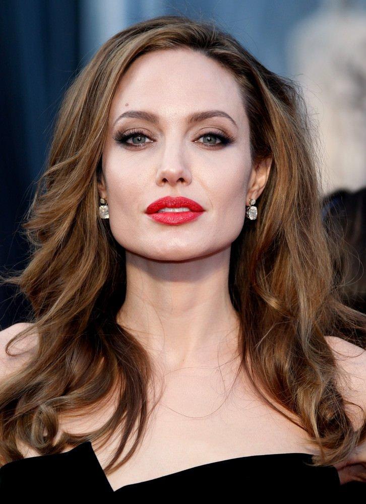 Angelina Jolie akademisyen oldu