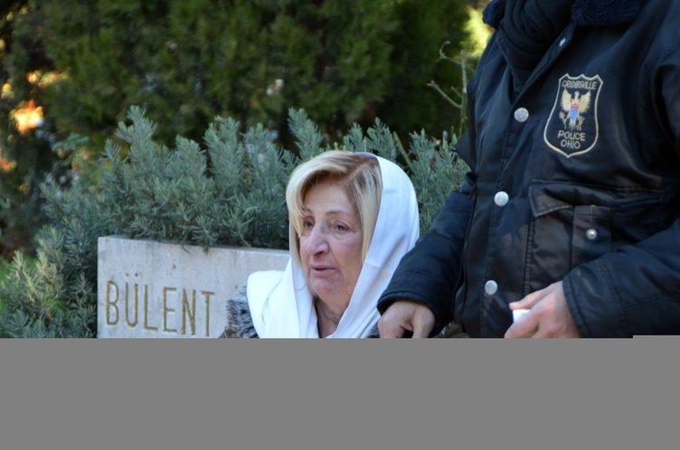 Ünlü tiyatrocu Nejat Uygur mezarı başında anıldı