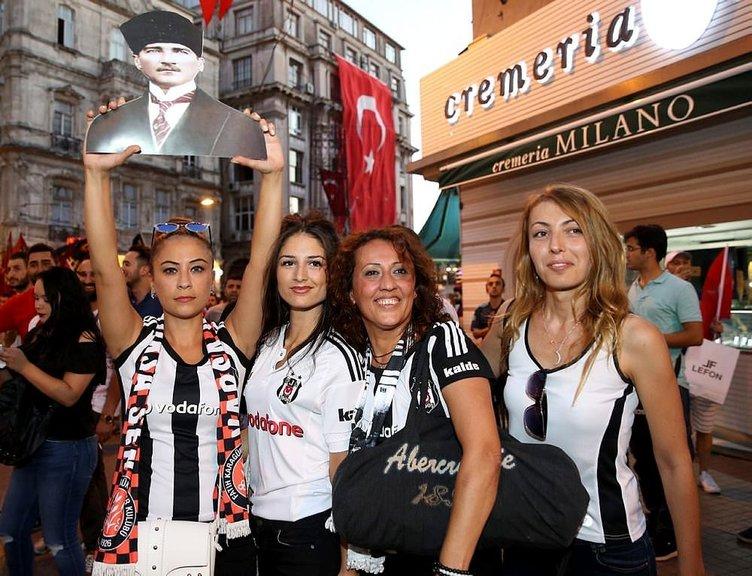 Taraftarlar Taksim'de FETÖ'cü hain darbeyi protesto etti