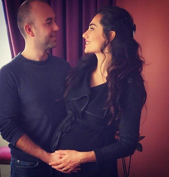 Nur Bozar bebeğinin yüzünü ilk kez gösterdi