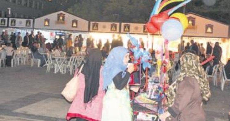 Kırıkkale'de Ramazan Sokağı'na vatandaştan yoğun ilgi