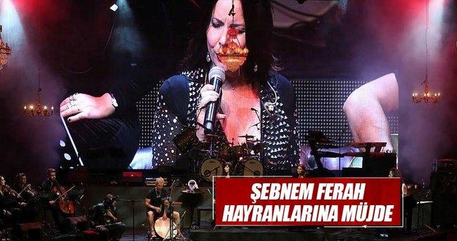 Konserinde yeni albümün mü jdesini verdi