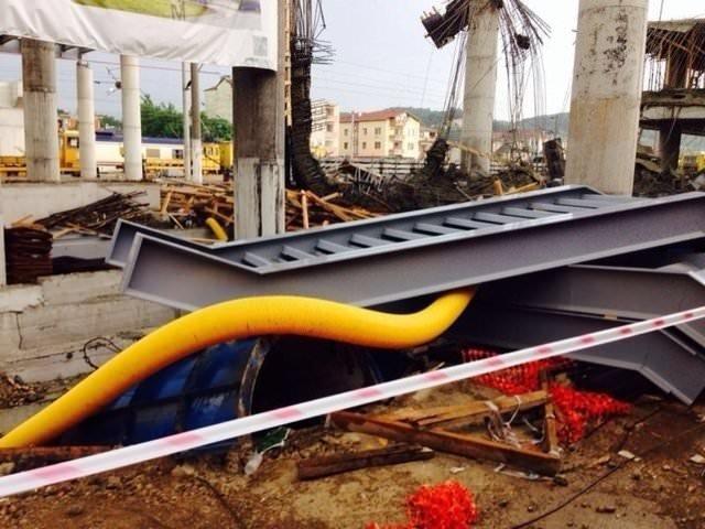 Hızlı Tren inşaatı istasyonunda iskele çöktü!