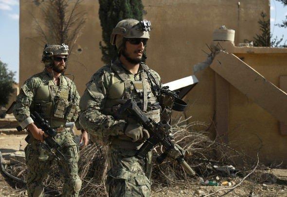 ABD askerlerinin üniformasındaki YPG logosu