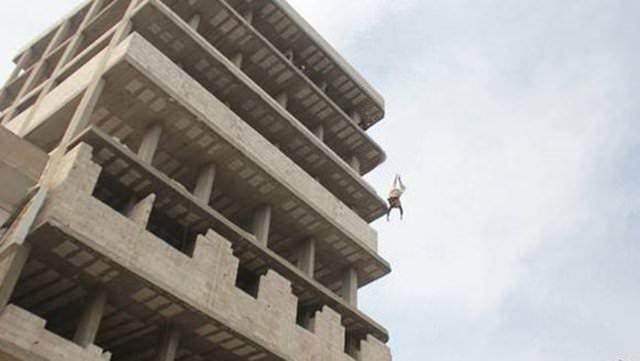 IŞİD binadan atarak infaz etti!