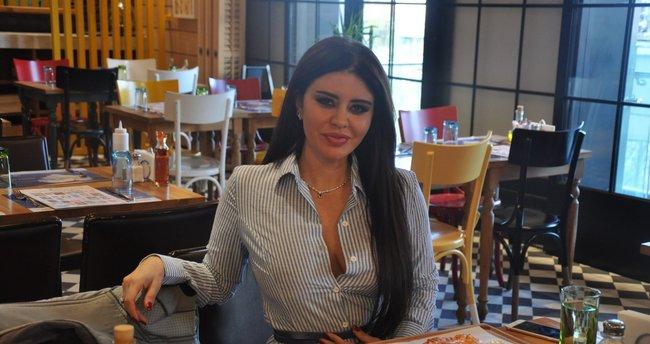 Şarkıcı Ebru Polat'a hayranından 100 bin dolarlık teklif