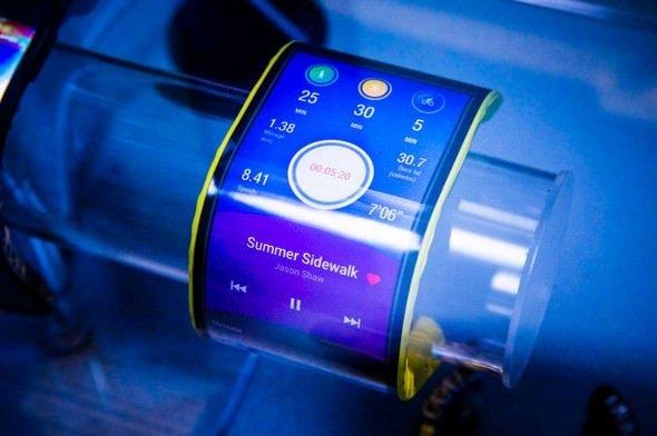 Lenovo ilk kez bükülebilir ekranlı telefon yaptı!