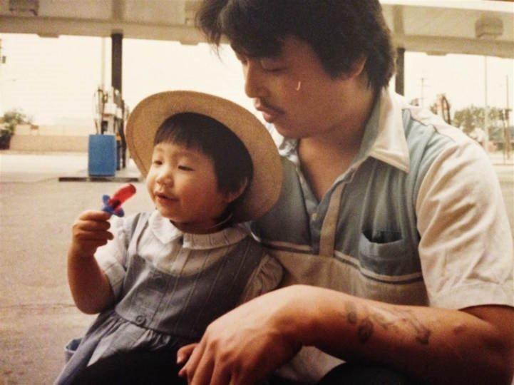 Evsizleri fotoğraflarken öz babasını buldu