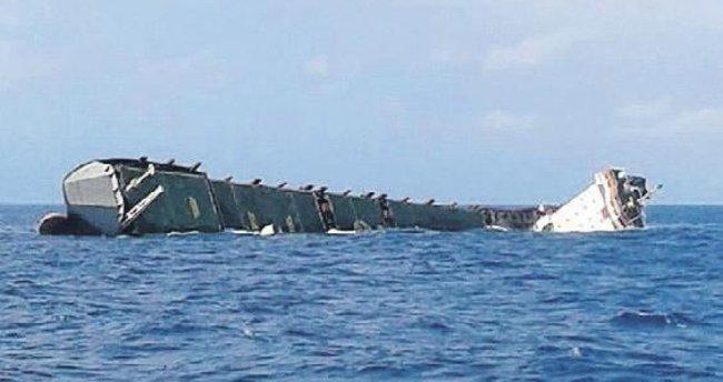 Yük gemisi İtalya'da battı