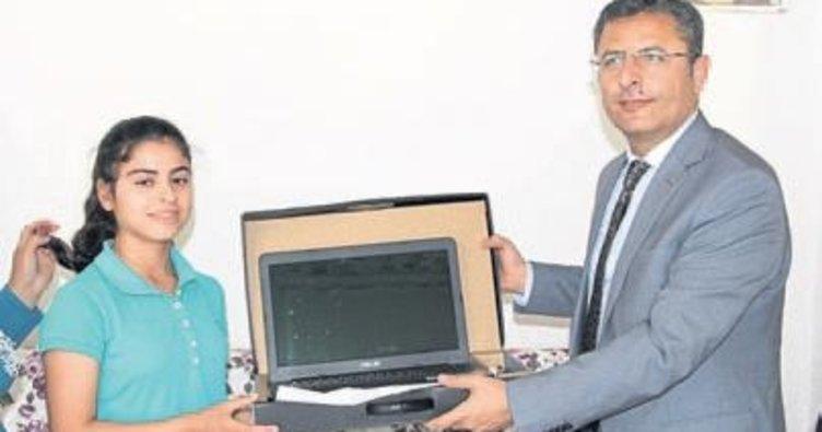 TEOG birincisine bilgisayar verildi