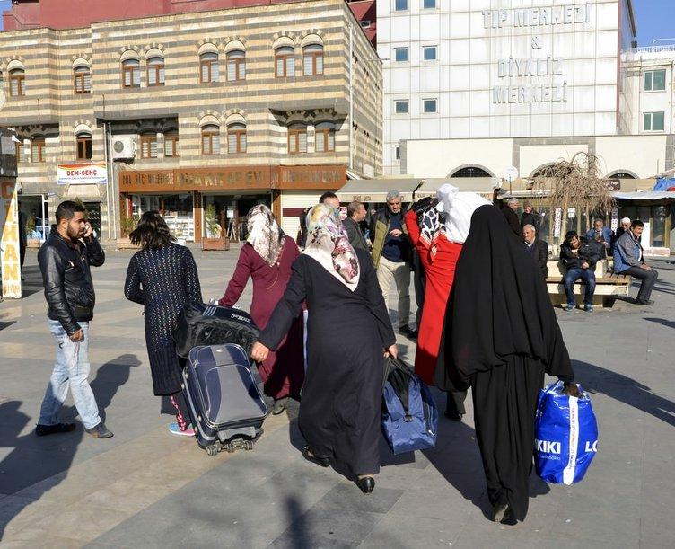 Sur ilçesinde terör vatandaşları göçe sürükledi