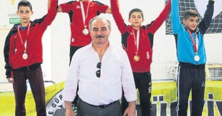 Güreş şampiyonasından 2 madalya ile döndüler