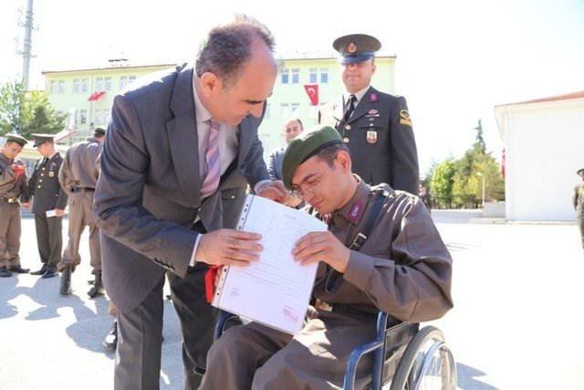 Engellilerin bir günlük askerlik heyecanı!