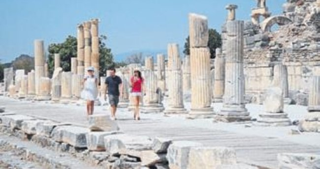 Efes Antik Kenti'nde durgunluk hakim