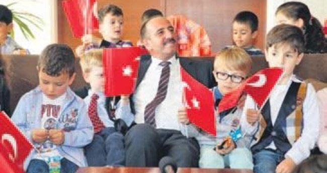 Nezaket Okulları bayramı kutladı