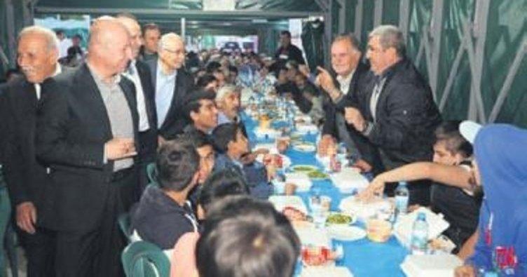 Çolakbayrakdar, Ziya Gökalp'te iftar yaptı