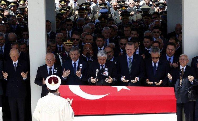 Devletin zirvesi cenazede buluştu