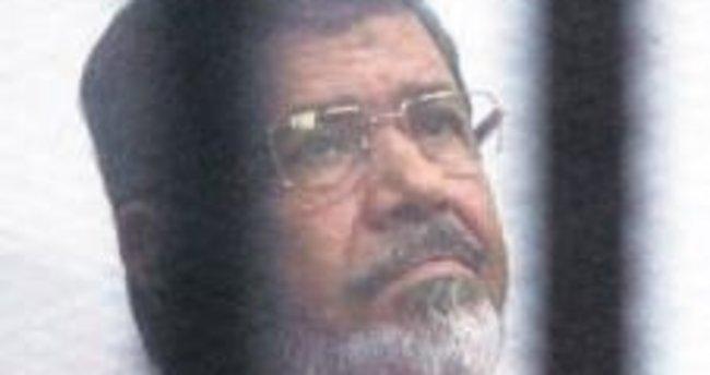 Mursi'nin müebbet cezası da bozuldu