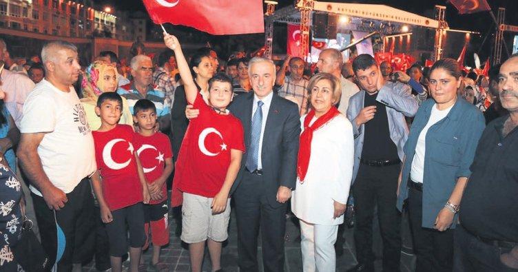 Cumhuriyet Meydanı'nda demokrasi buluşması