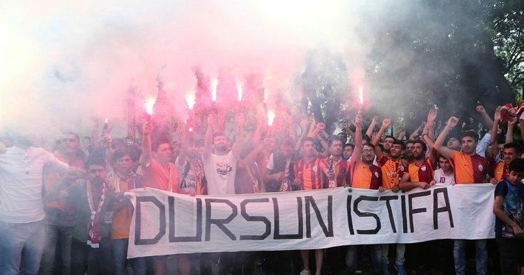 Galatasaraylı taraftarlardan Sneijder protestosu