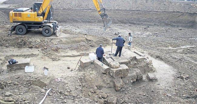 İnşaattan antik mezar çıktı
