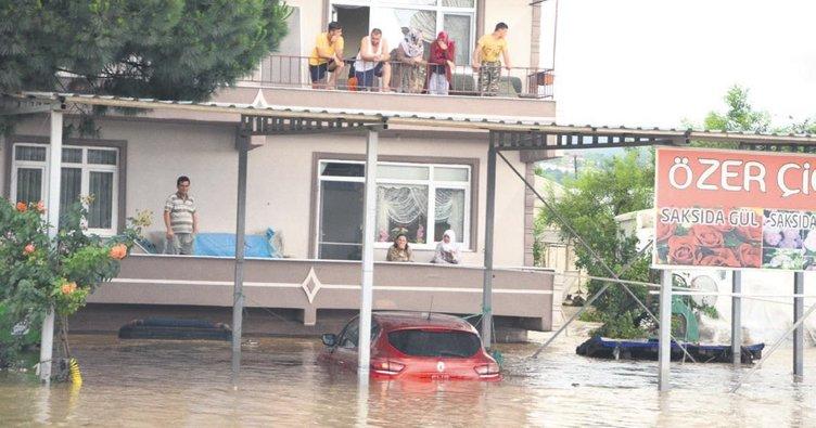 Yalova'yı şiddetli yağış vurdu