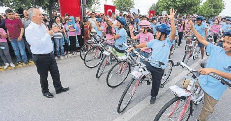 Denizli Büyükşehir, çevreci öğrencilere bisiklet dağıttı