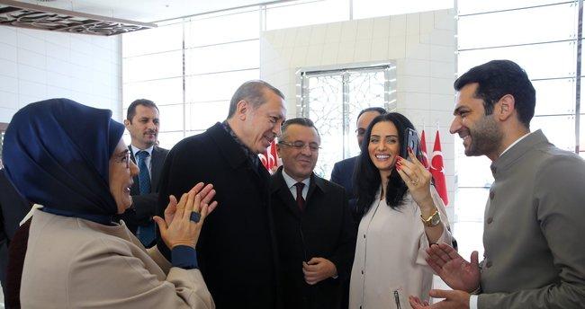 Cumhurbaşkanı Erdoğan, İmani Elbani'ye Kur'an-ı Kerim hediye etti