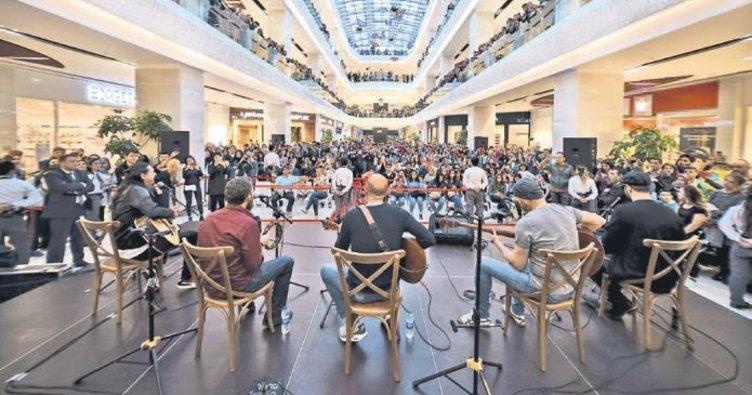 Agora AVM'de müzik şöleni