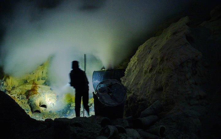 Kawah Ijen Krateri işçileri