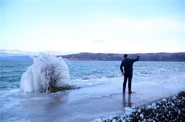 Eğirdir Gölü görenleri hayrete düşürdü!
