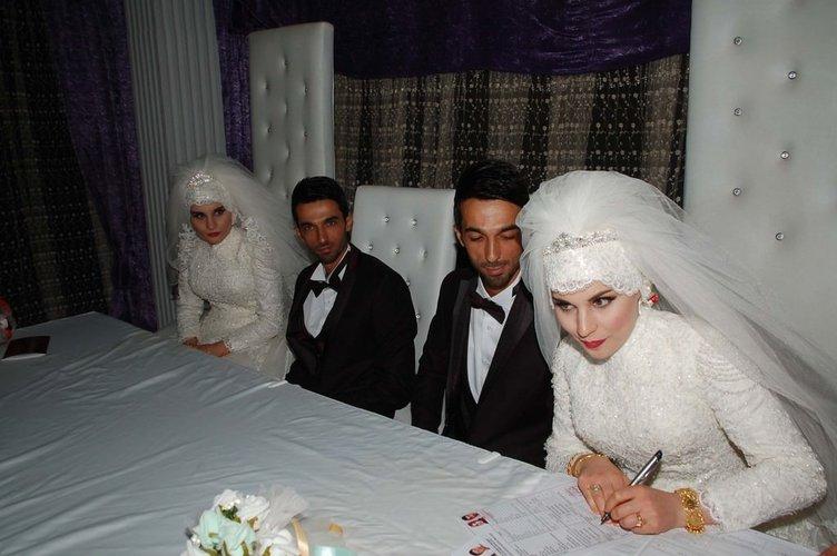 Tek yumurta ikizleri kendileri gibi ikizlerle evlendi