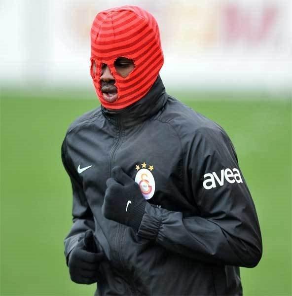 Galatasaray idmanında Eboue'nin çok konuşulan beresi