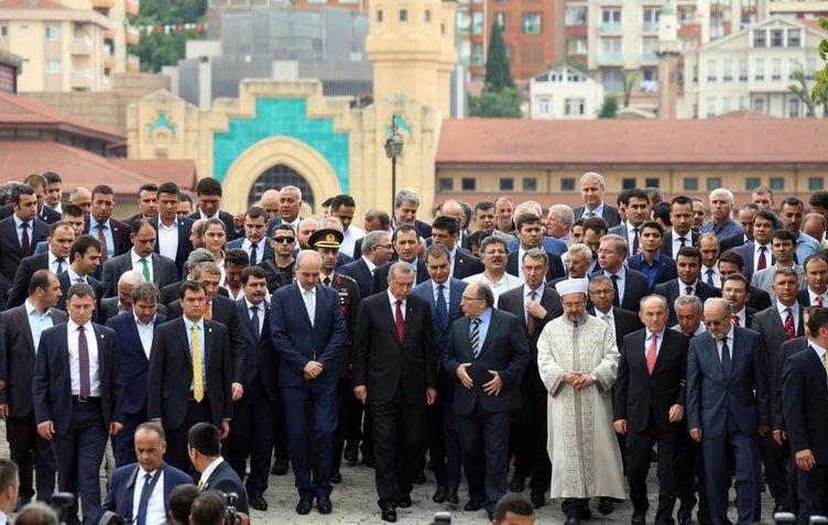 Cumhurbaşkanı Erdoğan Eyüp Sultan Türbesi'nin açtı