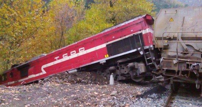 Yük treni raydan çıktı!