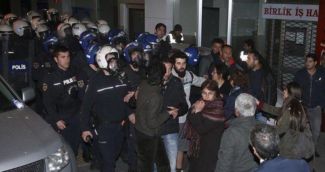 Başkentte dernek mühürlemeye gelen polis engellenmek istendi