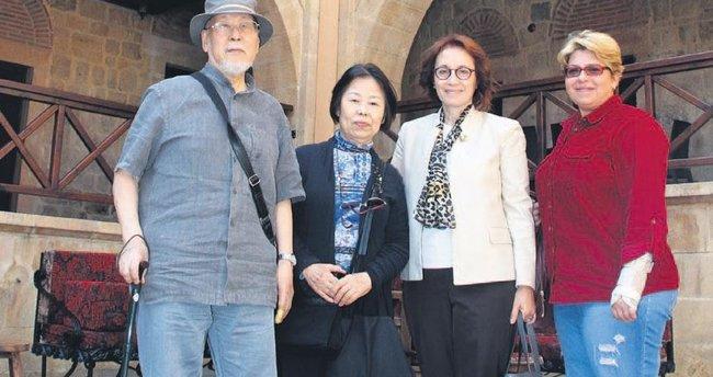 Japon Ishimoto çifti oyanın kitabını yazdı