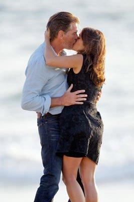 Hayek'ten ateşli öpücük