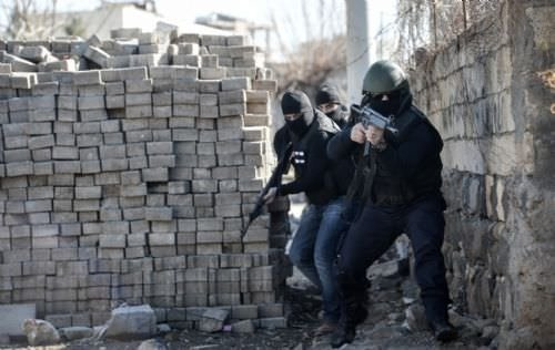 PKK'lı teröristler İdil'de tünel inşa etti