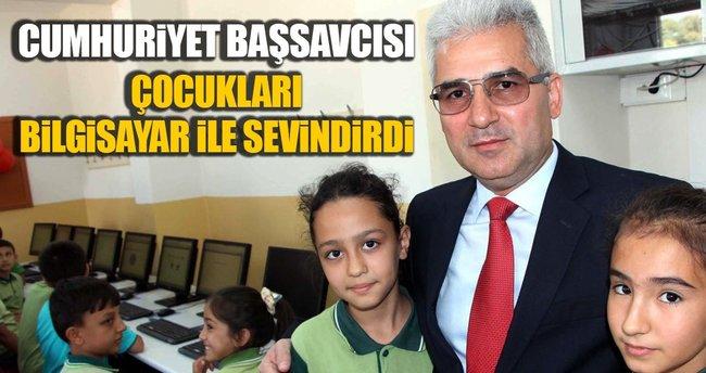Cumhuriyet Başsavcısı Fehmi Tosun'dan bilgisayar bağışı