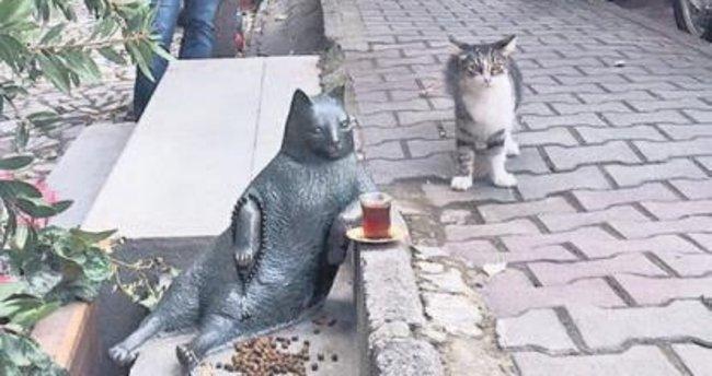 Kedi Tombili'nin heykeli dikildi