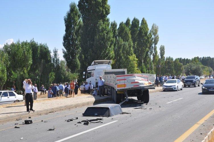Özel harekat polisler kaza yaptı