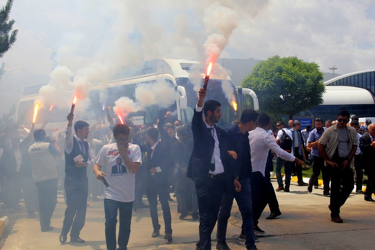 Başbakan Binali Yıldırım coşkuyla karşılandı!