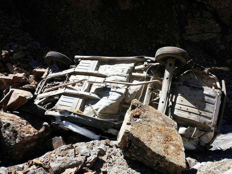Otomobil uçuruma yuvarlandı: 1 ölü!