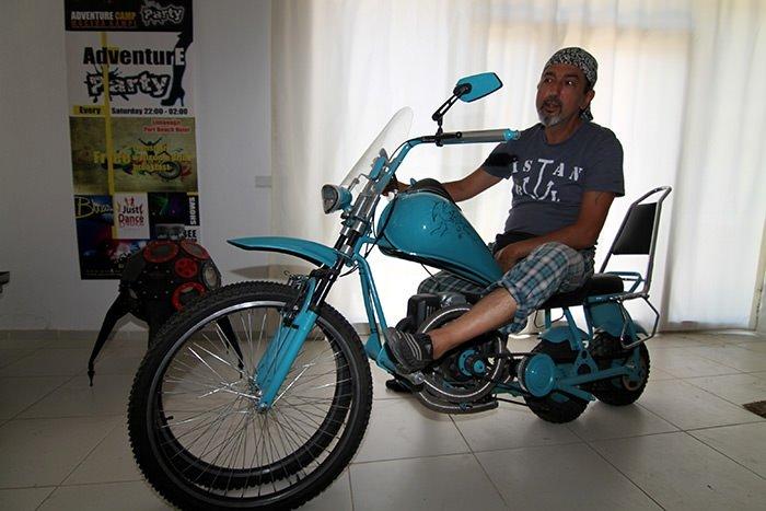 Hurda motosiklet parçalarına hayat veriyor