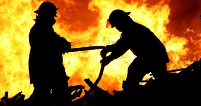 Depoda çıkan yangın vatandaşı sokağa döktü
